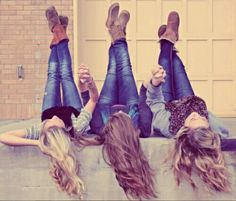 Photography friends poses sisters Ideas for 2020 Sister Photos, Best Friend Pictures, Bff Pictures, Cute Sister Pictures, Best Friend Photography, Sister Photography, Photography Poses, Three Best Friends, Cute Friends