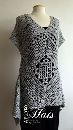 Na zoveel omslagdoeken wilde ik nu wel eens iets voor mezelf haken, dat meer een kledingstuk is.  Uiteraard zit ook ik vaak op Pinterest te ...