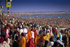 Maior reunião religiosa do mundo, para banhos no sagrado rio Ganges em Allahabad, Índia