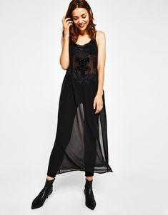 İşlemeli kadife elbise