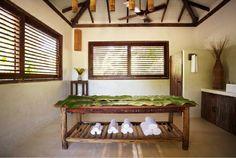 Uxuá – Trancoso, Bahia O hotel possui 10 casas exclusivas com design que combina elementos rústicos com conforto contemporâneo e ambientes espaçosos, adequando-se perfeitamente ao centro histórico de Trancoso.