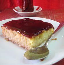 Ένα από τα πιο νόστιμα και ζουμερά κέικ που έχετε ποτέ δοκιμάσει! Με υπέροχη σάλτσα καραμέλα από πάνω που το κάνει τόσο λαχταριστό, ώστε κανένας δεν μπορεί να του αντισταθεί!! Greek Desserts, Greek Recipes, New Recipes, Recipies, Cheesecake Brownies, Pureed Food Recipes, Confectionery, Coffee Cake, Yummy Cakes
