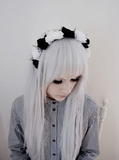 Pastel Goth love the hair (might dye my hair the same color sometime) My Hairstyle, Pretty Hairstyles, Long Hairstyles, Mint Hair, White Hair, Blue Hair, White Blonde, Color Fantasia, Mode Grunge