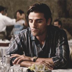 """Oscar Isaac in """"The two faces of January"""""""