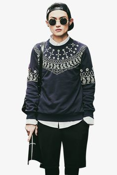 This item is shipped in 48 hours, included the weekends. This sweatshirt for men features a bold printing around the neck and low back in vibrant, neon colors. The soft inner lining will keep you warm