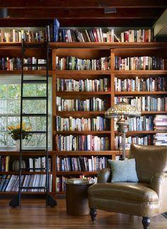 Evinde kendi kütüphanesi oluşturmak isteyenler için güzel bir foto galeri. Bu yazımızda en güzel ev kütüphanelerini ve ev kütüphane tasarımlarını sizlerle paylaşıyorum.