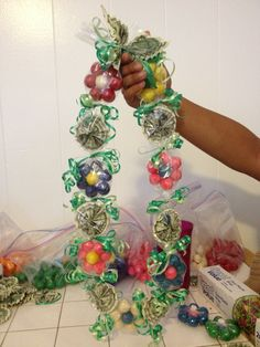 Bubble Gum & Money Lei for sisters Grad Money Lei, Money Origami, Graduation Crafts, Graduation Leis, Graduation 2016, Homemade Gifts, Diy Gifts, Cash Gifts, Creative Money Gifts
