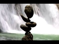 An artist with an amazing skills in balancing!