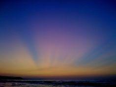 Sole al tramonto sul mare.  Foto di Elena