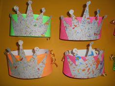 'Jules is jarig': verjaardagskroonThema 'Jules is jarig': verjaardagskroon Hat Crafts, Paper Crafts, Gallette Des Rois, Crazy Hats, Twelfth Night, Christmas Bells, Kids Hats, Art Journal Inspiration, Art Activities