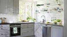 Drömmer du om att bygga ett nytt kök? Kom igång med köksbygget redan i dag – här är vår stora guide med checklistor, köksmått och smarta tips på kökslösningar.