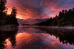 海外旅行世界遺産 夕焼けの湖 テ・ワヒポウナム-南西ニュージーランドの絶景写真画像ランキング  ニュージーランド