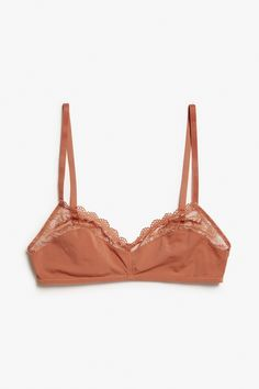 Slim, smooth and partly lacey, this soft bra is a great one to pair with small…