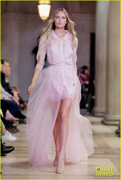 lily aldridge martha hunt romee strijd are house of herrera ladies at nyfw 04 Lily Aldridge struts her stuff at the Carolina Herrera presentation held during 2015 New York Fashion Week at The Frick Collection on Monday (September 14) in New…