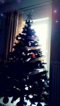 We wish u a very merry Christmas and the best year 2018♥Happy nee year guys!