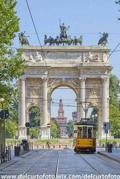 ...sento fischiare sotto i tetti è Tram Milano che se ne va... :-) Foto di Giovanni Del Curto #milanodavedere Milano da Vedere