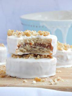 Small flans of asparagus - Healthy Food Mom Gourmet Recipes, Cookie Recipes, Healthy Recipes, Mini Desserts, Flan, Vanilla Cake, Food Print, Bakery, Deserts