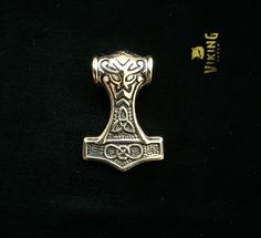 This the Gold Sleek Mjolnir Viking Thor Hammer is 33.2*22.6*10.8mm made out of the highest quality stainless steel that will never wear or tarnish. Or order just the pendant (will not come with chain