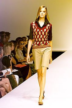 Max Mara Spring 2000 Ready-to-Wear Undefined Photos - Vogue Max Mara, Ready To Wear, Fashion Show, Vogue, Spring, Model, How To Wear, Collection, Style