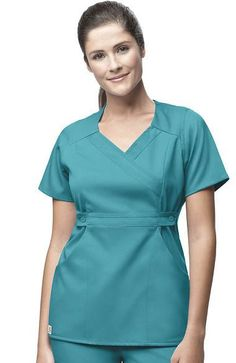 Find the best prices on solid color scrub tops for women. Scrubs Outfit, Scrubs Uniform, Cute Nursing Scrubs, Medical Uniforms, Womens Scrubs, Medical Scrubs, Nursing Dress, Business Dresses, Scrub Tops
