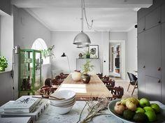 Serge Mouille One-Arm Floor Lamp Swedish Interior Design, Nordic Design, Serge Mouille, Sweet Home, Scandinavian Apartment, Scandinavian Interiors, Eclectic Kitchen, Art Deco, Decoration