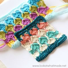 Anything made with yarn. Mostly crochet designs, but occasionally I dabble in knitting too. Crochet Diagram, Crochet Motif, Crochet Yarn, Free Crochet, Crochet Stitches Patterns, Crochet Designs, Stitch Patterns, Manta Crochet, Crochet Squares