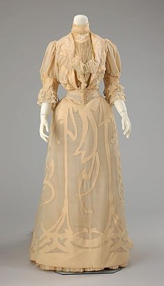Elegant silk & wool wedding ensemble, 1901, made in Rome - beautiful, swirling appliques on the skirt show the influence of Art Nouveau.
