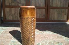 Constructia unui suport de lemn rustic pentru ghiveci de flori. Detalii pe BricoHub.ro
