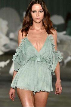 robe épaule dénudée de mode -vert  30.06