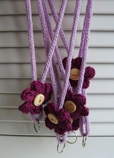 ideas for crochet key landyard Crochet Teacher Gifts, Crochet Gifts, Crochet Yarn, Crochet Flowers, Free Crochet, Crochet Lanyard, Crochet Keychain, Loom Knitting, Knitting Patterns