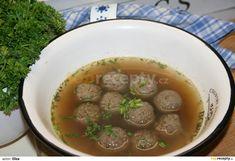 Uvaříme maso, je lepší v papinově hrnci. Měkké maso nakrájíme na drobno, vývar dolejeme vodou, ochutíme vegetou, přidáme maso a dáme vařit.... Ethnic Recipes, Food, Essen, Meals, Yemek, Eten