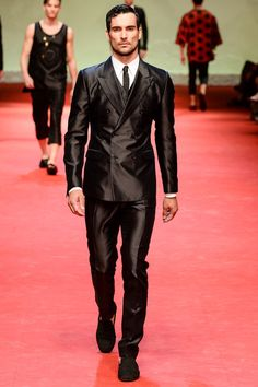 We love sharp tailoring suits with narrow black ties at Dolce & Gabbana men spring 2015 collection