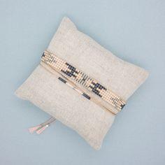 Bracelet Eevi, manchette multirangs. Tissage fait à la main en perles du japon ------DESCRIPTION------ Longueur du bracelet : entre 13 et 14 cm de tissage + cordon ajustab - 20519548