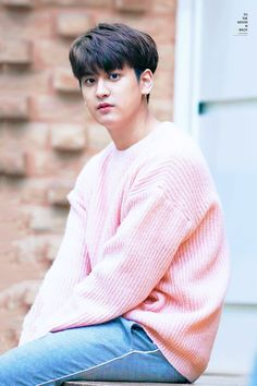 Look at how adorable Chanwoo is 😍 Kim Jinhwan, Chanwoo Ikon, Yg Entertainment, K Pop, Bobby, Sassy Diva, Ikon Member, Jay Song, Ikon Kpop