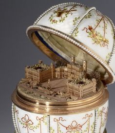 Mikhail Perkhin for House of Fabergé, Gatchina Palace Egg, 1901 (source).