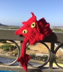 How to Knit a Dragon Scarf Knitting pattern by Trailing Yarns Knitting Kits, Double Knitting, Knitting Yarn, Knitting Patterns, Crochet Patterns, Kids Christmas, Christmas Crafts, Crochet Fall, Fall Scarves
