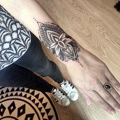 Merci Océane ! #tatts #tattoo #tattoos #tattooist #mandalatattoo #mandala #wrist #wristtatoo #blackink #blackwork #blacktattoo #blackworkers #art #ink #girlytattoo #tattooedgirl #dotwork #dotworktattoo #dottattoo #lotustattoo #lotus #flower #flowertattoo