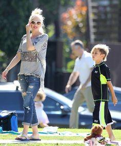 Gwen Stefani Pregnant singer Gwen Stefani takes her sons Kingston and Zuma to a park in Santa Monica, California on September 15, 2013.