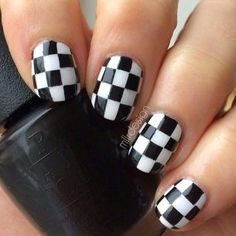 Checkered nails - Pinterest @catherinesullivan2017✨