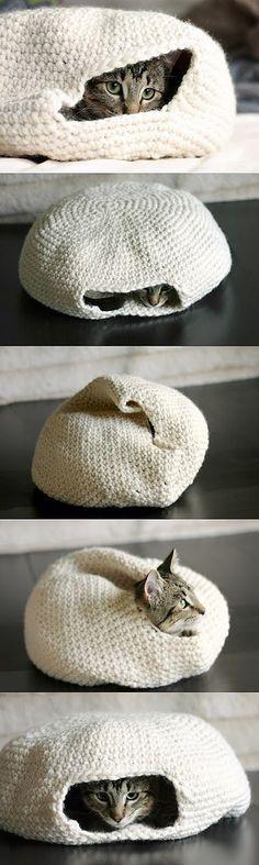 Вязанный мешок для кота