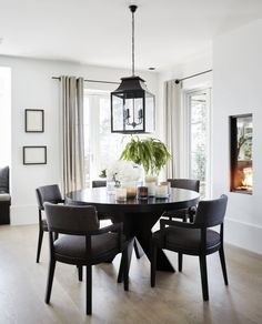 Home Bedroom, Bedroom Decor, Decorating Your Home, Interior Decorating, Dinning Room Tables, Home Board, Dining Room Inspiration, Facade House, Scandinavian Interior