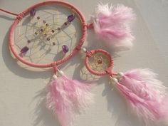 Lila Amethyst im rosafarbenen Traumfänger von Dreamcatcher calidad - buena suerte - piedras de la suerte! auf DaWanda.com