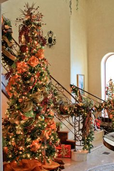 Christmas tree and stairway garland, complete with orange moire and Burgundy velvet ribbon Orange Christmas Tree, Beautiful Christmas Trees, Noel Christmas, Holiday Tree, Xmas Tree, Winter Christmas, Halloween Christmas Tree, Christmas Stairs, Italian Christmas