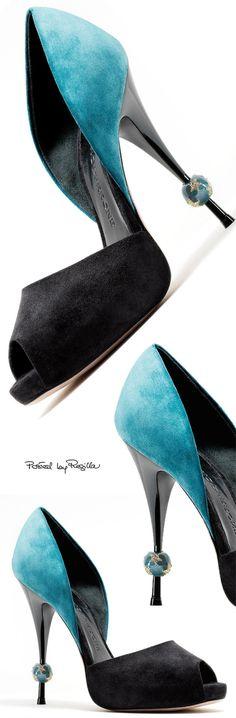 Amazing pumps . . . #stilettos