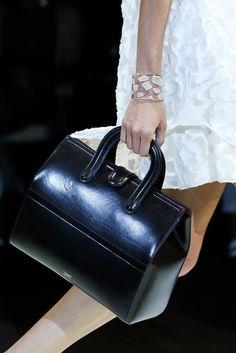 Giorgio Armani - Spring 2015 Ready-to-Wear - Look 216 of 223 Fashion Handbags, Fashion Bags, Womens Fashion, Emporia Armani, Beautiful Bags, Spring 2015, Giorgio Armani, Purses And Bags, Ready To Wear