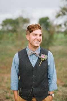 Relaxed groom look with tweed vest linen shirt and bow tie