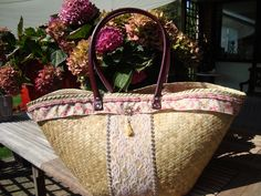 Pimped this seagrass beachbag with ribbons, beads and lace.Crocheted a top to be able to close it.