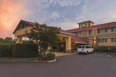 La Quinta Inn Wilsonville Wilsonville (Oregon) Free Wi-Fi and cable TV are available in all guest rooms at this hotel. A free breakfast featuring waffles is offered in the lobby. Bullwinkle's Fun Center is less than 10 minutes' drive away.