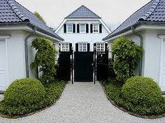 Bildergebnis für arme menschen reiche menschen Mansions, House Styles, Home Decor, People, Photo Illustration, Decoration Home, Room Decor, Fancy Houses, Mansion