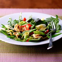 Salat mit Erbsenschoten und Tunfisch